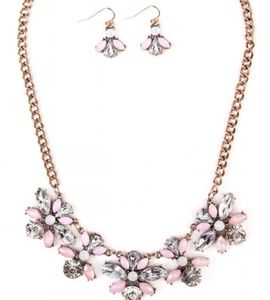 Jewelry - Chunky Floral Statement Necklace